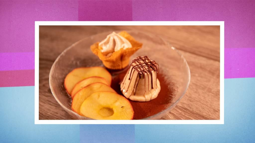 Marroni-Parfait mit warmem Apfelkompott