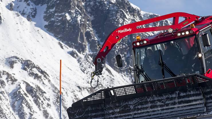Mit einer Entlastung der Pistenfahrzeuge bei der Mineralölsteuer will der Ständerat den Bergtourismus unterstützen. (Archiv)