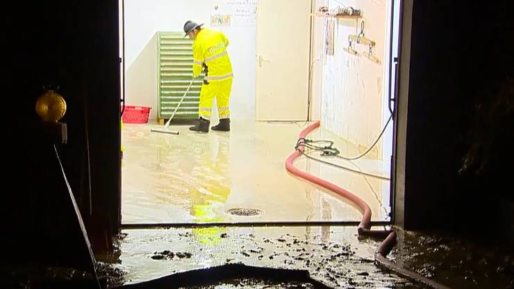 Schon wieder traf es Ehrendingen (Foto) und Freienwil: In der Nacht auf Mittwoch wurden Keller überflutet.