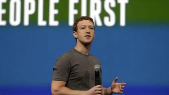 Seit Facebook-CEO Mark Zuckerberg hier 2014 auf der Facebook Developer Conference referierte, hat die Nutzung von Social Media in den Unternehmen stark zugenommen. Mittlerweile profitieren ein Drittel bis drei Viertel der europäischen Betriebe davon. (Archivbild)