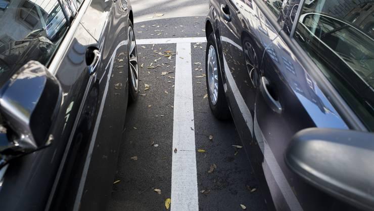 Die neue Regelung gilt für öffentliche, weisse Parkplätze im Industriegebiet Silbern. (Symbolbild)