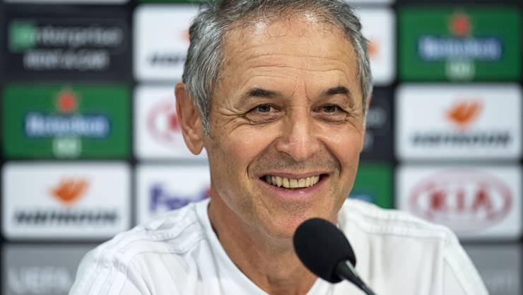 Marcel Koller kann lachen: Er muss sich nicht schon bald nicht mehr mit den Problemen des FC Basel beschäftigen.