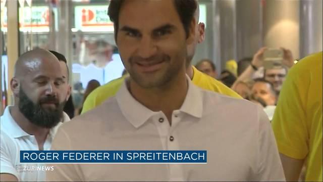 Roger Federer gibt Autogramme im Shoppi Tivoli