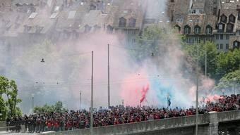 Fans des FC Basel am Pfingstmontag auf dem Weg zum Cupfinal im Stade de Suisse.