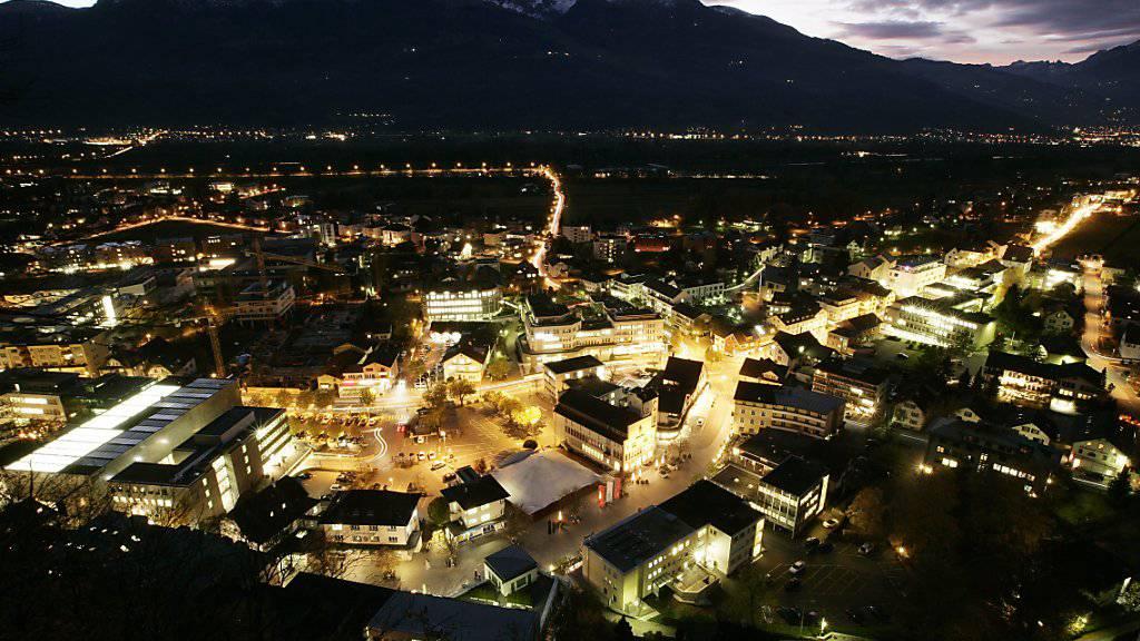 In Liechtenstein wurde in der Nacht auf Freitag ein Grosseinsatz der Sicherheitskräfte ausgelöst, weil das Notrufsystem des Landes komplett ausgefallen war. (Archivbild Vaduz)