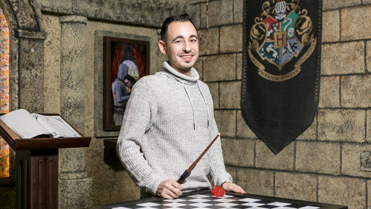 Massimo Laquale aus Zürich bietet seit 2017 im «Mission: Escape»  Escape Rooms an. In einem davon dreht sich alles um die Abenteuer von Zauberlehrling Harry Potter.