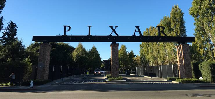 Das Eingangstor zu den Pixar Animation Studios in Emeryville, Kalifornien