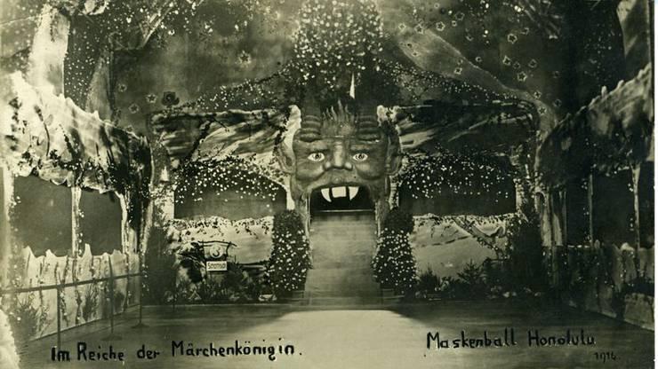 Unter dem Motto «Im Reiche der Märchenkönigin» wird im Konzertsaal gefeiert. (Quelle: Archiv Zentralbibliothek)