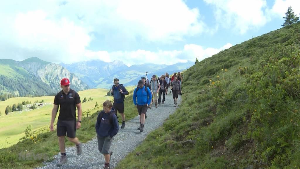 Berge statt Sägemehl: Wanderplausch mit Remo Käser