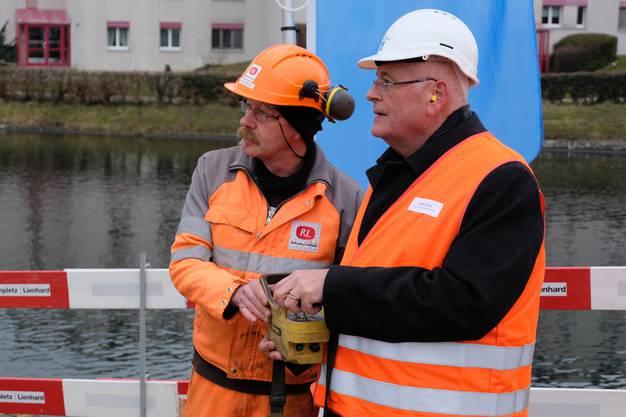 Den Startknopf drückte der Zürcher Baudirektor Markus Kägi.