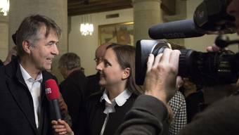 TeleBärn-Moderatorin Michelle Renaud - hier im Gespräch mit dem inzwischen gewählten Berner Stadtpräsidenten Alec von Graffenried  - hofft auf einen Sitz im Nationalrat. (Archivbild)