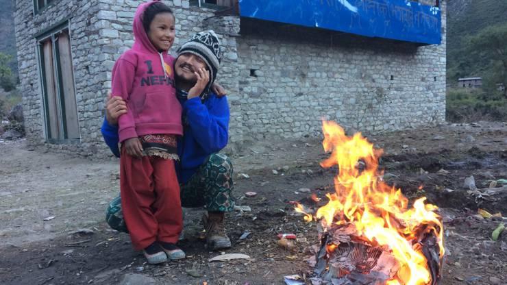 Ihr nepalesischer Freund Amit Bidhyarthi ist jetzt bereits dort.