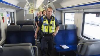 Sicherheitspersonal in einem SBB-Zug (Symbolbild)