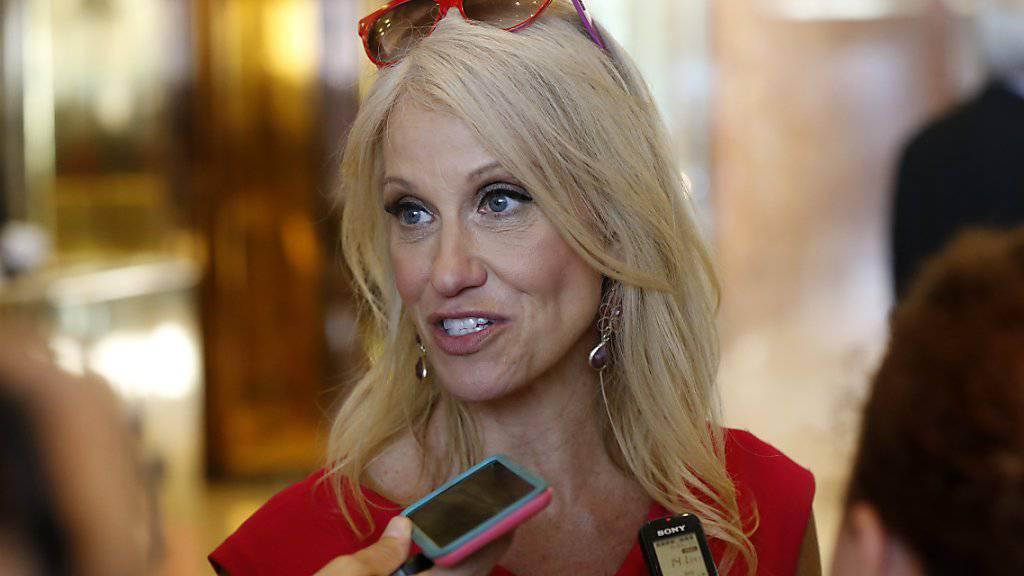 Kellyanne Conway, die neue Wahlkampfmanagerin von Donald Trump, deutet eine weniger harte Einwanderungspolitik an.