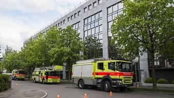 Brand in Gewerbehaus im Kreis 9 von Zürich