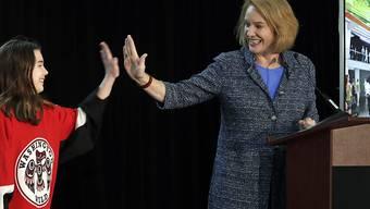 Seattles Bürgermeisterin Jenny Durkan freut sich: Seattle darf ab der Saison 2021/22 in der NHL mitspielen