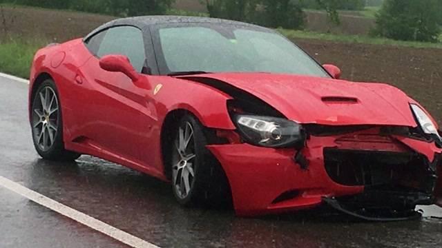 Ferrari bei Probefahrt geschrottet