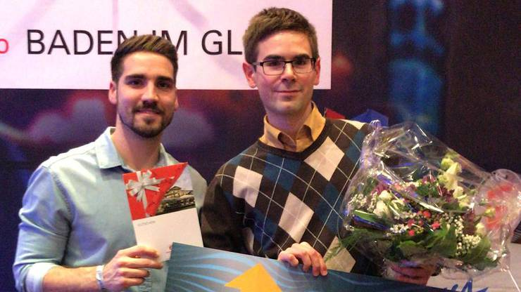 Severin (Rechts) hat das Quiz für sich entschieden und gewinnt einen Mercedes-Benz GLA.