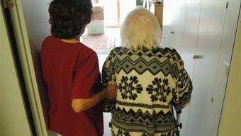 Die demografische Entwicklung fordert mehr Betten in Pflegeheimen. Symbolbild