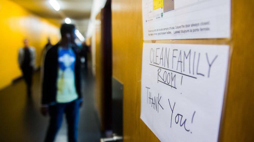 Wegen der hohen Zahl von Asylsuchenden beantragte der Bundesrat nachträglich Kredite für das Asylwesen in Höhe von rund 350 Millionen Franken. Das Parlament erklärte sich damit einverstanden. (Symbolbild)
