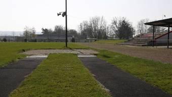 Das Grenchner Leichtathletikstadion wird ersetzt. Im Bild die Weitsprungbahn.