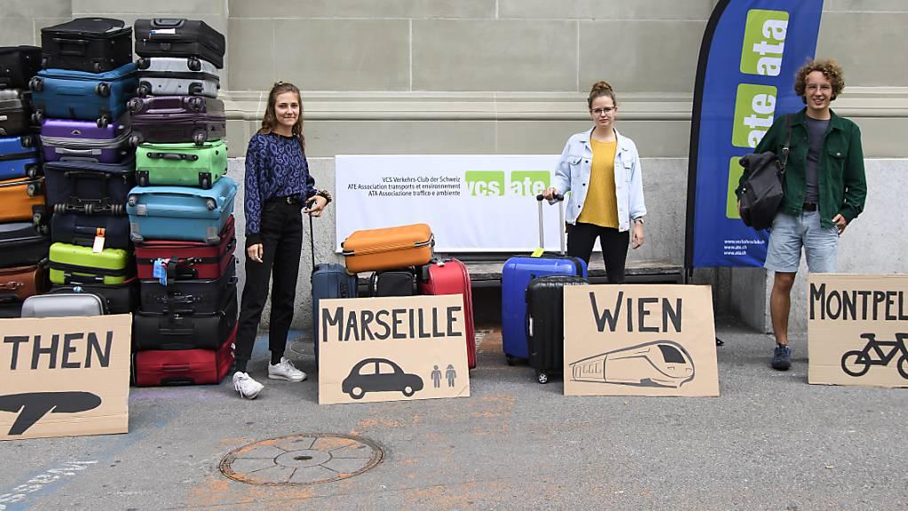 Möglichst klimaneutral reisen: 79 Schweizer Schulklassen nehmen an der Ecotrip Challenge vom Verkehrsclubs-Schweiz teil. Bei diesem Wettbewerb müssen Schulklassen während einem Jahr einen möglichst geringen Treibhausgasausstoss bei ihren Reisen vorweisen, wenn sie gewinnen wollen.