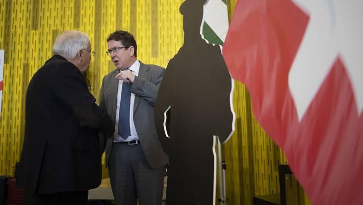 Parteipräsident Albert Rösti (rechts) und alt Bundesrat Christoph Blocher, aufgenommen an der Delegiertenversammlung der SVP Schweiz vom Samstag in Amriswil.