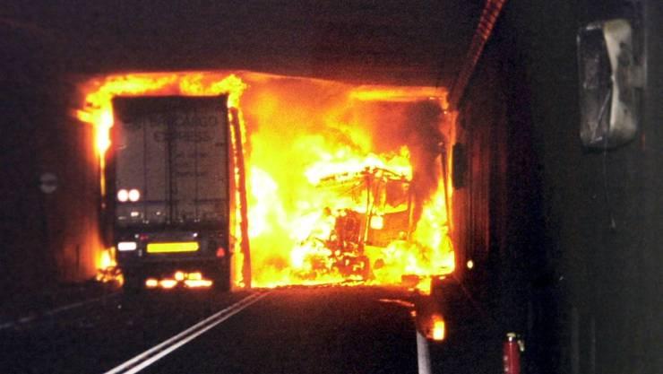 Gotthardbrand im 2001 (Archiv)