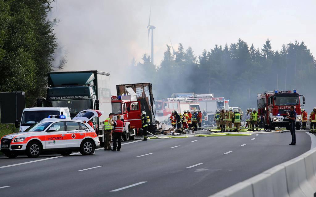 Schweres Busunglück Bayern (© KEYSTONE)