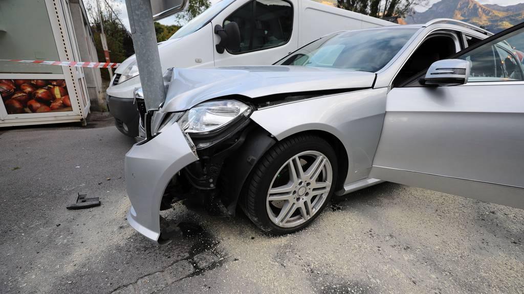 57-jähriger Autofahrer baut Selbstunfall