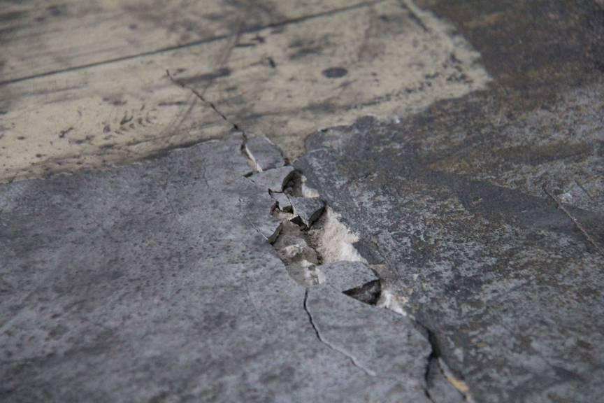Die grossen Temperaturschwankungen machen dem Fabrikboden zu schaffen (Bild: Stephanie Martina/FM1Today)