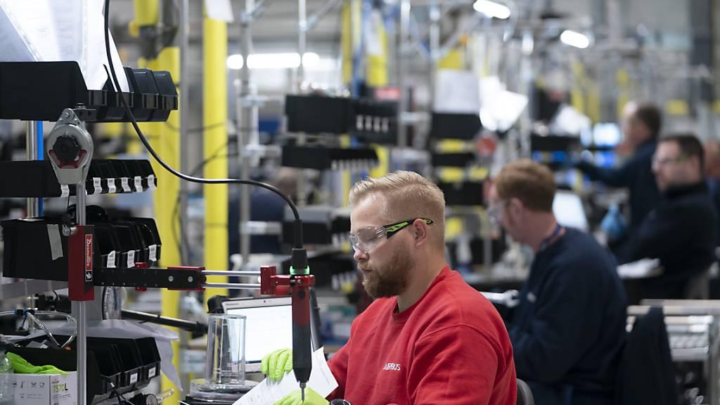 Die Stimmung der Unternehmen in Deutschland hat sich im Februar überraschend deutlich aufgehellt. (Archiv)