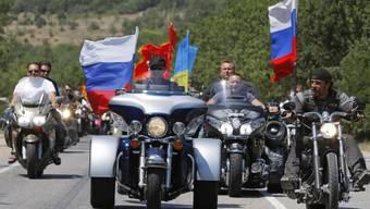 Die russischen Biker Nachtwölfe fahren auf dem Weg nach Berlin durch Polen_0001