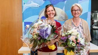 Nelly Furer (l.) nimmt die Gratulation von Veronika Scheidegger entgegen. Hanspeter Bärtschi