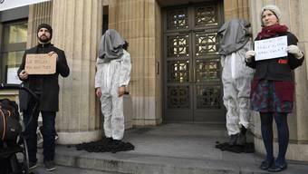 Klimaaktivisten in UBS-Filiale in Lausanne