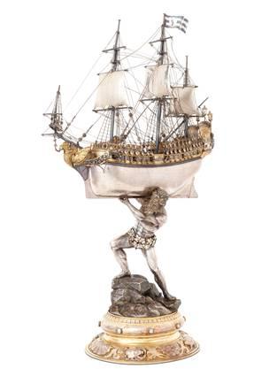 Das Safran-Trinkschiff auf den Schultern des Meeresgottes Neptun wird in der neuen Ausstellung wirkungsvoll inszeniert.