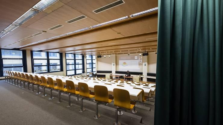 Viele Schweizer Unis haben bereits aus eigenem Antrieb Massnahmen ergriffen. Auch an der EPFL in Lausanne finden Veranstaltungen seit Freitag per Videokonferenz statt.