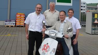 Flott unterwegs: Andreas Schüpbach, Präsident (am Lenker), mit Daniel Strebel, Vorsitzender der Geschäftsleitung, und den Geschäftsleitungsmitgliedern Daniel Appert und Daniel Urech (von links).