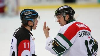Werden wohl keine Freunde mehr: Schiedsrichter Joris Müller und EHCO-Captain Cédric Schneuwly.