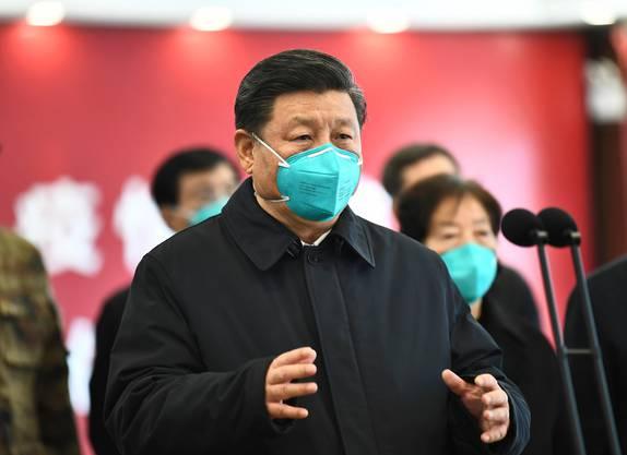 Chinas Präsident Xi Jinping bei seinem Besuch in Wuhan am 10. März 2020. (Bild: Keystone)