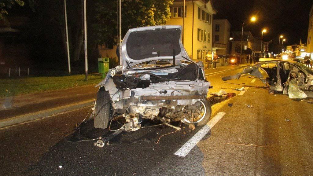Auto in zwei Teile gerissen: Noch nicht alle Umstände des Unfalls sind klar.