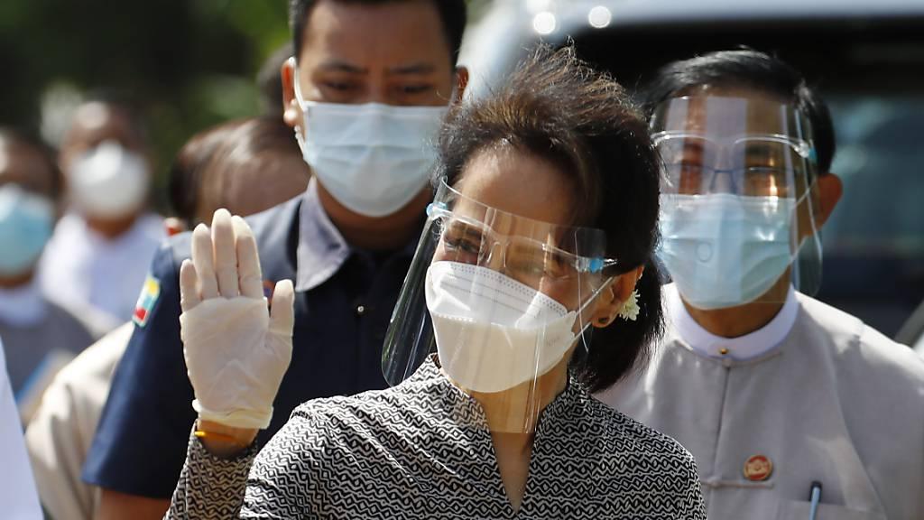 Aung San Suu Kyi Favoritin bei Wahl in Myanmar