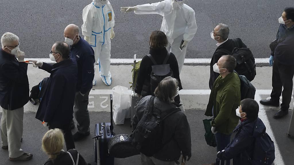 Suche nach Virus-Ursprung: Team von WHO-Experten trifft in China ein