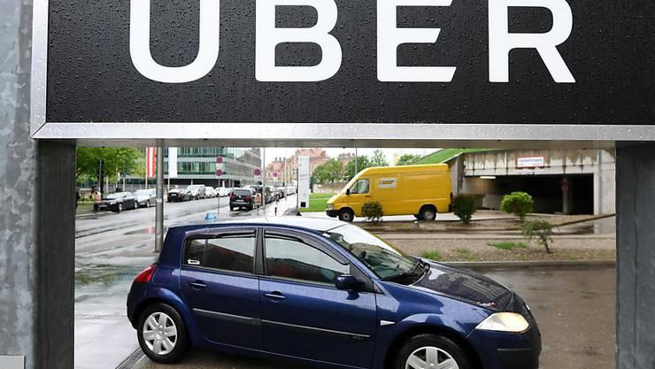 Der Fahrdienstvermittler Uber ist zum Jahresbeginn weiter kräftig gewachsen. (Symbolbild)