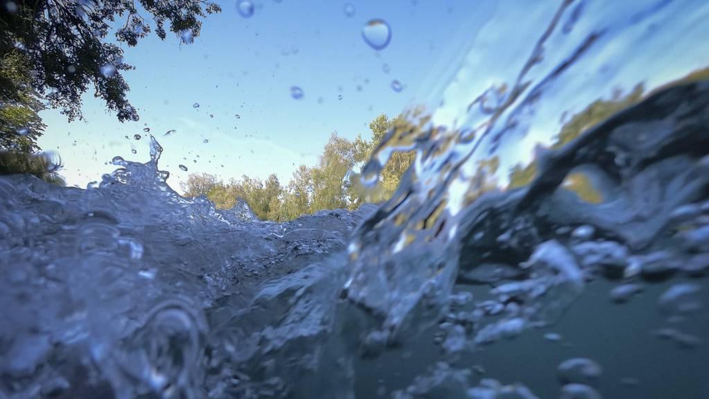 20 Minuten war der Zweijährige im sieben Grad kalten Wasser. (Symbolbild)