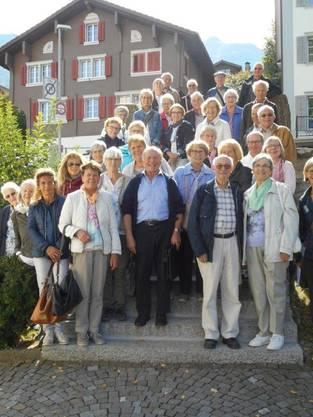 Teilnehmer der Carreise vor der Kirche Sachseln