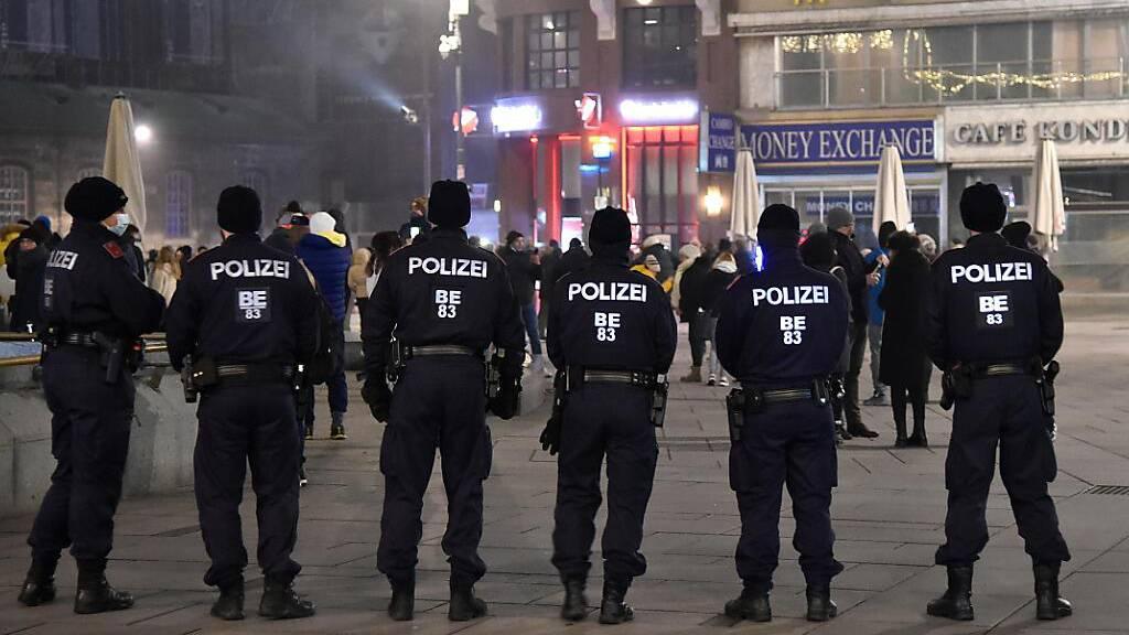 Polizei in Wien mit Feuerwerkskörpern angegriffen