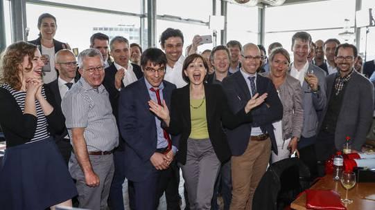 Jubel bei den Energiestrategie-Befürwortern bei Bekanntgabe der ersten Hochrechnungen.