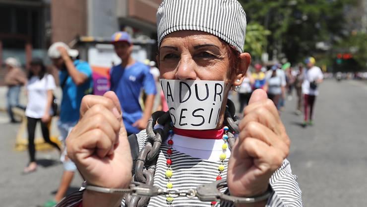 Nichts zu melden: Teilnehmer einer Demonstration vor dem Eintreffen des Oppositionsführers  Juan Guaidó in Caracas.