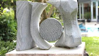 Paula Pakery stellt in Rheinfelden 24 Objekte aus einem besonderen Lichtstein aus.